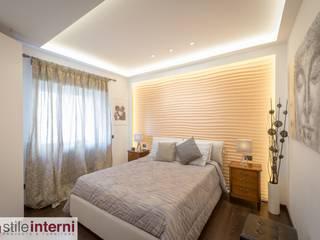 CASA DE LEVA Camera da letto moderna di stile interni srl Moderno