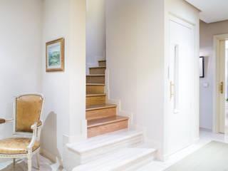 Casa Mármol Pasillos, vestíbulos y escaleras de estilo moderno de Dani Alonso fotografía Moderno