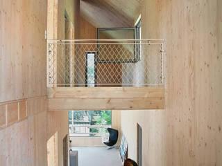 Einfamilienhaus Schöne Aussicht Moderner Flur, Diele & Treppenhaus von Planungsgruppe Korb GmbH Architekten & Ingenieure Modern