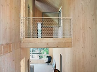 Planungsgruppe Korb GmbH Architekten & Ingenieure Modern Corridor, Hallway and Staircase Wood Multicolored
