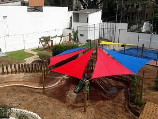 Projetos Especiais Escolas rústicas por Maplay Equipamento para Recreação Rústico
