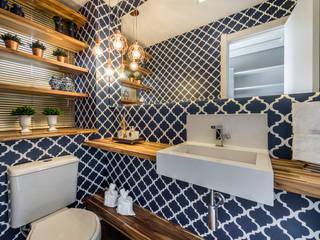 Treez Arquitetura+Engenharia Modern Bathroom Wood Blue