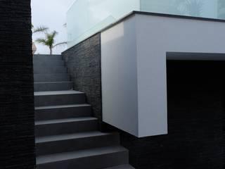Maisons de style  par Riscos & Atitudes, Lda, Moderne