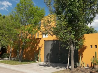 Alberto M. Saavedra Modern houses Orange