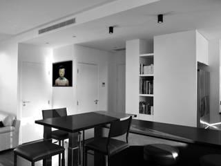L15 - restructuration appartement terrasse - Paris XV Saint-Lambert Commerce: Couloir et hall d'entrée de style  par officine TNT Architecture