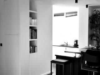 L15 - restructuration appartement terrasse - Paris XV Saint-Lambert Commerce: Cuisine de style  par officine TNT Architecture