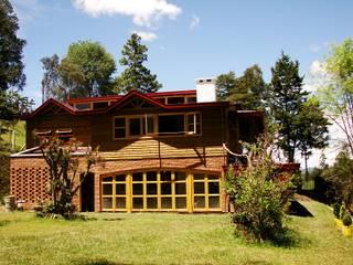 Casa de Campo, Guarne - Antioquia: Casas de estilo  por @tresarquitectos