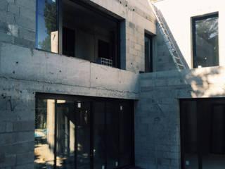 B93-Extension maison individuelle 80 m²- Neuilly: Maisons de style  par officine TNT Architecture