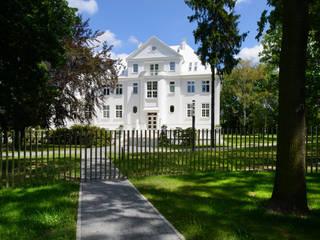 Edificios de oficinas de estilo clásico de Zalewski Architecture Group Clásico
