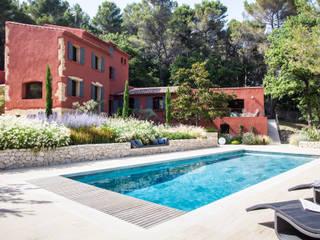 Jardines de estilo mediterráneo de Agence MORVANT & MOINGEON Mediterráneo