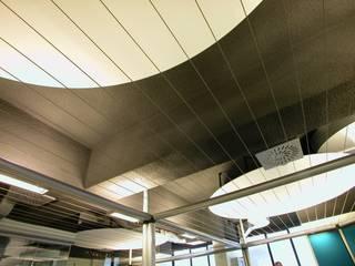 Dealing 2 Complesso d'uffici in stile industrial di ibedi laboratorio di architettura Industrial
