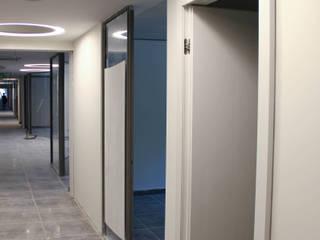 Lab Project Cliniche moderne di ibedi laboratorio di architettura Moderno