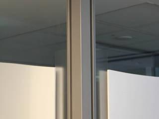 Lab Project Cliniche in stile industrial di ibedi laboratorio di architettura Industrial
