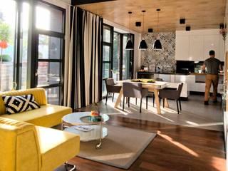 Dom jednorodzinny z antresolą: styl , w kategorii Salon zaprojektowany przez Projektant wnętrz Michał Hoffmann