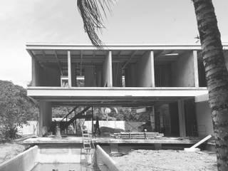 Obra em andamento: Casas  por Cecília Mesquita Arquitetura