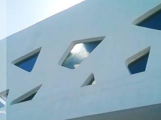 FACHADA ESCUELA DE NATACION OBERLICHT: Albercas de estilo moderno por RM ARQUITECTURA