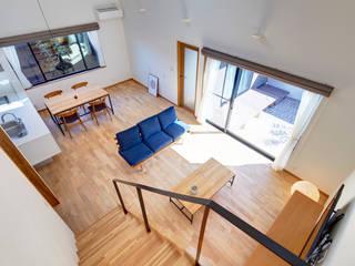 浦田の家: 青木建築設計事務所が手掛けたリビングです。,