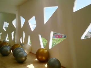 SALON BALLET OBERLICHT: Gimnasios de estilo moderno por RM ARQUITECTURA