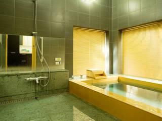 高級旅館のようなバスルーム空間を我が家で実現: 株式会社フリーバス企画が手掛けた浴室です。,和風