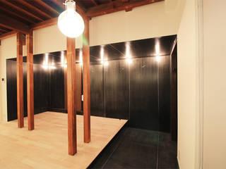 玄関: 真島瞬一級建築士事務所が手掛けた廊下 & 玄関です。