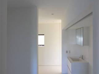 Og邸: 真島瞬一級建築士事務所が手掛けた浴室です。