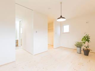 コンパクトで回遊性のある家 KAWAZOE-ARCHITECTS ミニマルスタイルの 寝室