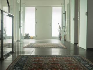 Corredores, halls e escadas modernos por BOOR Bäder, Fliesen, Sanitär Moderno