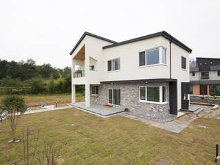 Casas modernas de 인우건축사사무소 Moderno