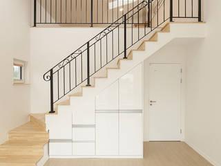 Modern style bedroom by 인우건축사사무소 Modern