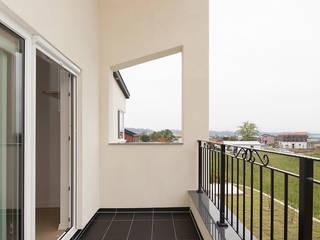 인우건축사사무소 Moderner Balkon, Veranda & Terrasse Fliesen Grau