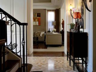 新古典的完美比例 經典風格的走廊,走廊和樓梯 根據 漢品室內設計 古典風