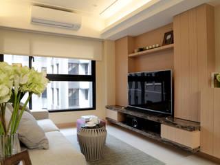 小坪數的清新演繹 现代客厅設計點子、靈感 & 圖片 根據 漢品室內設計 現代風
