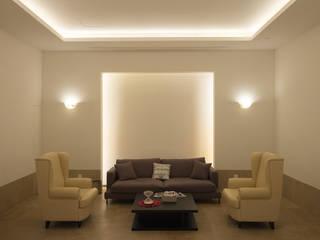 现代客厅設計點子、靈感 & 圖片 根據 RAW DESIGN STUDIO 現代風