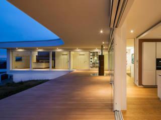 Balcones y terrazas modernos: Ideas, imágenes y decoración de Gaus Architekten Moderno
