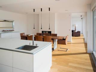 Cocinas modernas: Ideas, imágenes y decoración de Gaus Architekten Moderno