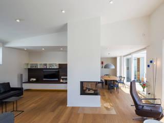 Salas de estar modernas por Gaus Architekten Moderno