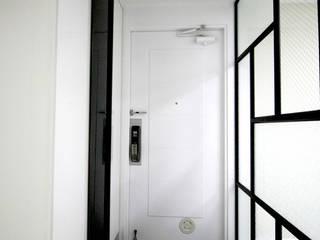 Koridor & Tangga Minimalis Oleh Design Studio Grid+A Minimalis