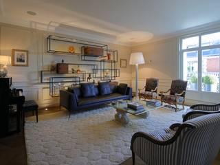Appartement Paris XVII: Salon de style  par Philippe Conzade