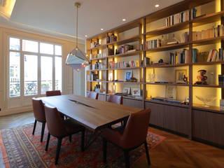 Appartement Paris XVII: Salle à manger de style  par Philippe Conzade