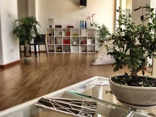 Oficinas y tiendas de estilo minimalista de SOA Spazio Oltre l'Architettura Minimalista