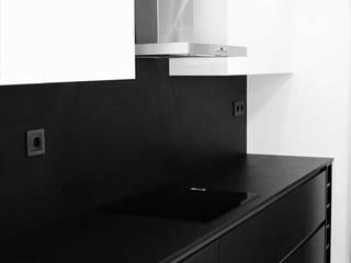 Minimalist kitchen by Belsolar Lda Minimalist