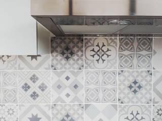 Appartement 54: Cuisine de style  par Atelier Maziné