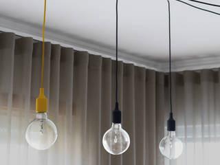 Nogueira & Cor:   por Casas com design,Clássico