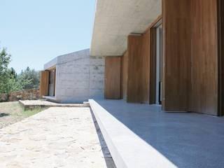 """Casa no Vale das Árvores, Mação:  {:asian=>""""asiático"""", :classic=>""""clássico"""", :colonial=>""""colonial"""", :country=>""""campestre"""", :eclectic=>""""eclético"""", :industrial=>""""industrial"""", :mediterranean=>""""Mediterrâneo"""", :minimalist=>""""minimalista"""", :modern=>""""moderno"""", :rustic=>""""rústico"""", :scandinavian=>""""escandinavo"""", :tropical=>""""tropical""""} por Paralela Arquitectos,"""