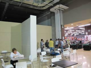 DeLolita City Plaza _ Envigado: Oficinas y Tiendas de estilo  por @tresarquitectos