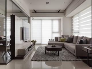 台北洪宅:  客廳 by 大觀室內設計工程有限公司