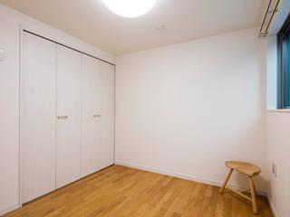 収納の家 l東京都足立区l 株式会社小木野貴光アトリエ 級建築士事務所 モダンスタイルの寝室