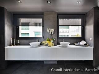 Gramil Interiorismo II - Decoradores y diseñadores de interiores Baños de estilo minimalista
