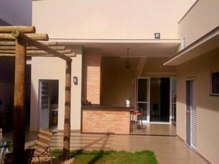 Jardines de estilo moderno de Fávero Arquitetura + Interiores Moderno