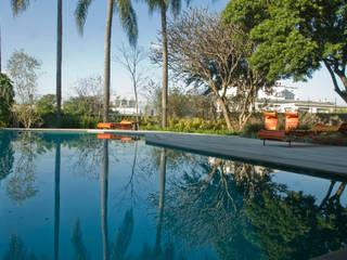 Maracaibo ARQdonini Arquitetos Associados Kolam Renang Modern